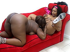 Dark BBWs lick all of each others juices